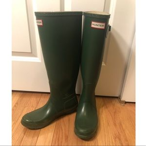 Hunter Original Tall Rain Boots in Hunter Green